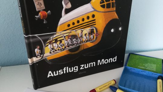 "Bilderbuch ohne Text: ""Ausflug zum Mond"" – John Hare"