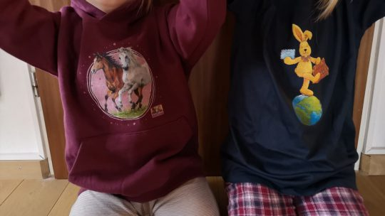 Käpt'n Sharky, Hase Felix, Pferdefreunde und Co. – Kindershirts von Spreadshirt mit Motiven aus dem Coppenrathverlag