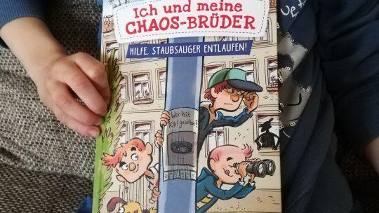 """""""Ich und meine Chaos- Brüder. Hilfe, Staubsauger entlaufen! (Band 2) – Sarah Welk, Alexander von Knorre"""