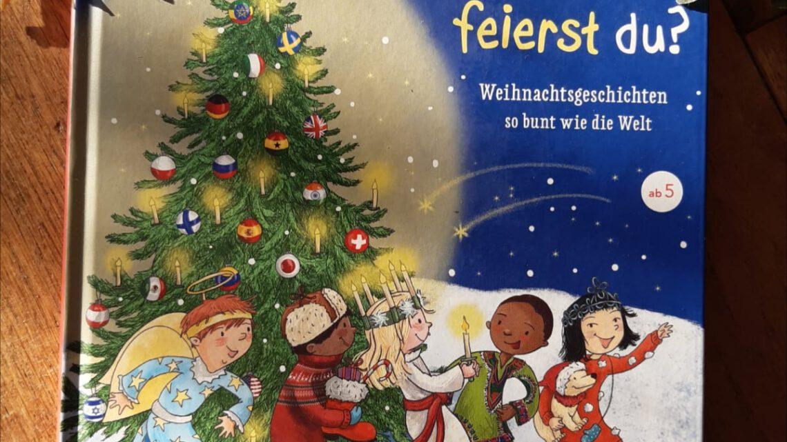"""""""Und wie feierst du? Weihnachtsgeschichten so bunt wie die Welt"""" – Susanne Orosz, Barbara Korthues"""