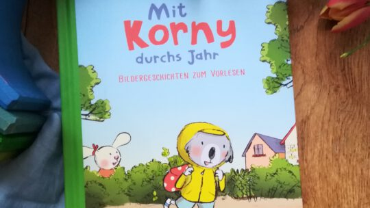"""""""Mit Korny durch das Jahr. Bildergeschichten zum Vorlesen"""" – Susanne Göhlich"""