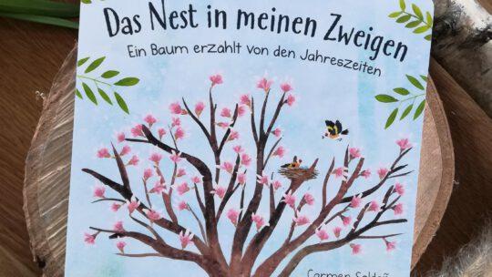 """""""Das Nest in meinen Zweigen. Ein Baum erzählt von den Jahreszeiten"""" – Carmen Saldana, Anna Taube"""